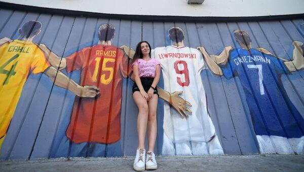 Découvrez des graffitis réalisés en l'honneur du football dans différentes villes russes - Sputnik France