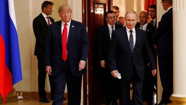 El presidente de Estados Unidos, Donald Trump, y el líder ruso, Vladímir Putin, durante su reunión en Helsinki - Sputnik France