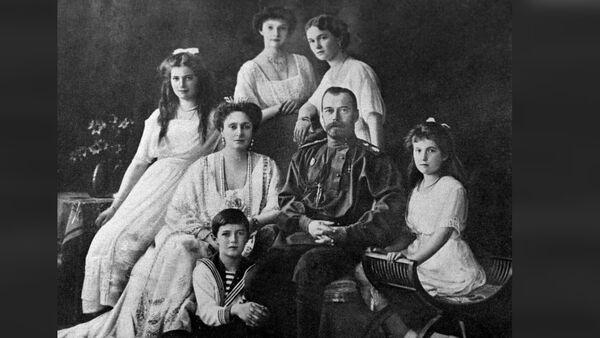 Русский Император Николай II (2 справа) с семьёй. - Sputnik France