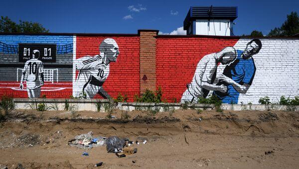 Un graffiti à Samara représentant  Zinedine Zidane et Marco Materazzi, lors de la finale de la Coupe du monde 2006. - Sputnik France