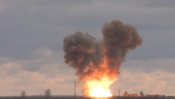 Tir d'essai du missile Avangard - Sputnik France