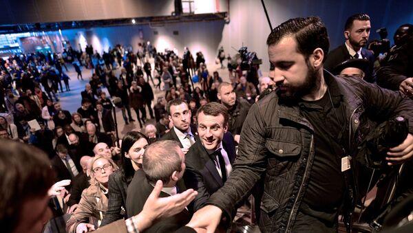 Emmanuel Macron und sein Sicherheitschef Alexandre Benalla während der Wahlkampagne im Jahr 2017 (Archivbild) - Sputnik France