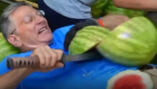 Сouper des pastèques sur le ventre? Pourquoi pas? - Sputnik France