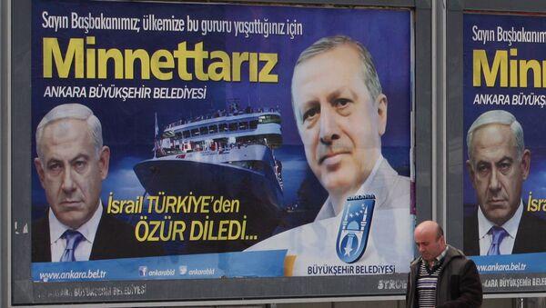 Un panneau d'affichage avec des photos de Benjamin Netanyahu et de Recep Tayyip Erdogan - Sputnik France