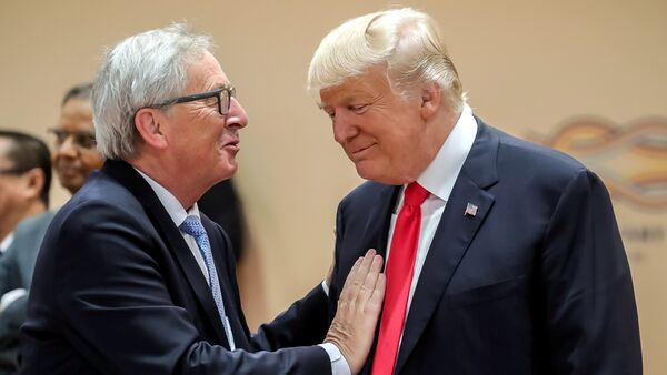 U.S. President Donald Trump, right, talks with European Commission President Jean-Claude Juncker, left, prior to a working session at the G-20 summit in Hamburg, Germany, July 8, 2017 - Sputnik France