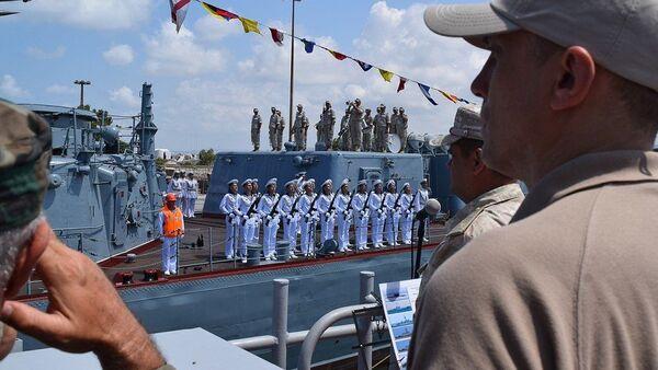 Парад на рейде сирийского порта Тартус в День ВМФ России - Sputnik France