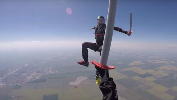 Un combat à l'épée épique… dans le ciel - Sputnik France