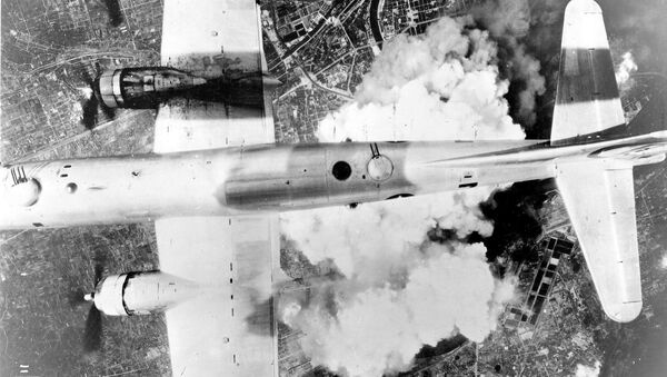 A B-29 over Osaka on June 1, 1945 - Sputnik France