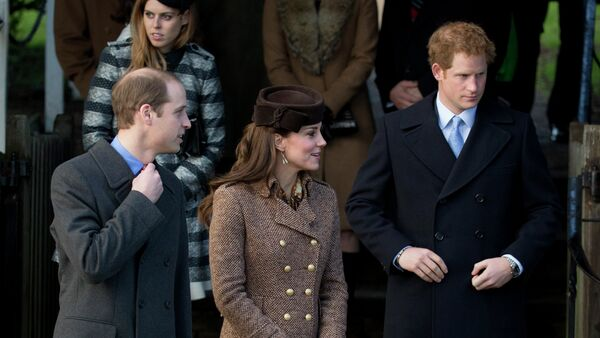 Britain's Prince William, left, his wife Kate Duchess of Cambridge and brother Prince Harry leave after attending the British royal family's traditional Christmas Day church service - Sputnik France