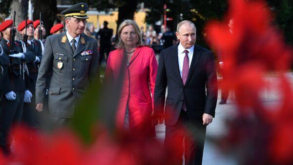 Vladimir Poutine et Karin Kneissl - Sputnik France