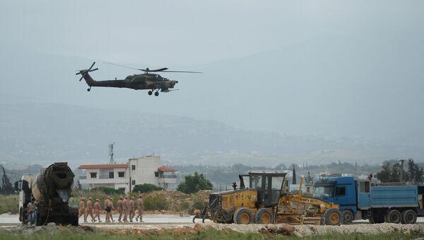 Un hélicoptère Mi-28N à la base de Hmeimim en Syrie - Sputnik France