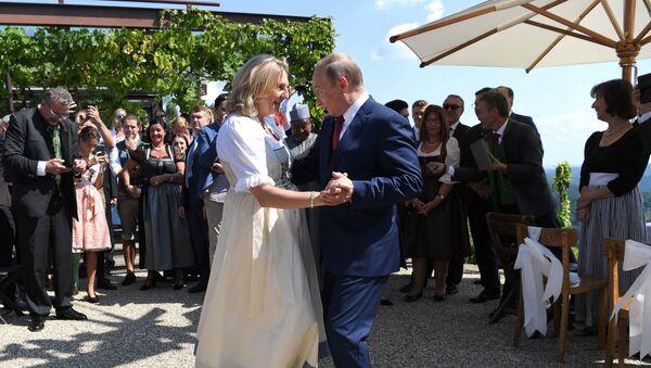 Karin Kneissl et Vladimir Poutine - Sputnik France