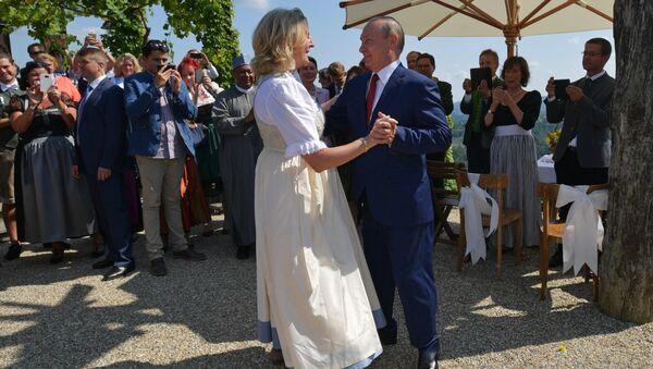 Vladimir Poutine au mariage de la ministre autrichienne Karin Kneissl - Sputnik France