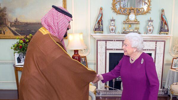 Mohammed ben Salmane avec la reine Elisabeth - Sputnik France