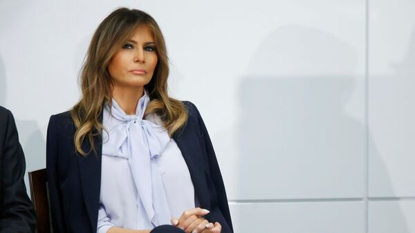 """U.S. first lady Melania Trump waits to speak at the Federal Partners in Bullying Prevention (FPBP) Cyberbullying Prevention Summit on """"the positive and negative effects of social media on youth"""" in Rockville, Maryland, U.S., August 20, 2018. - Sputnik France"""