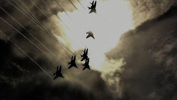 Истребители МиГ-29 пилотажной группы Стрижи во время демонстрационных полетов в рамках Международного военно-технического форума Армия-2018 на аэродроме Кубинка. - Sputnik France