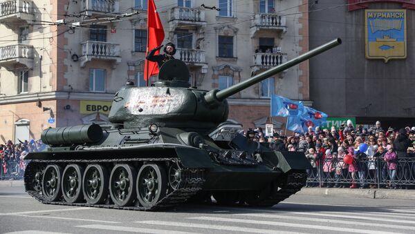 Un char T-34 participe à un défilé militaire en Russie (image d'illustration) - Sputnik France
