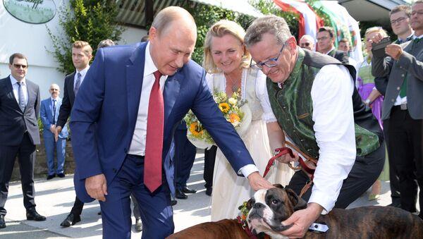 Vladimir Poutine au mariage de Karin Kneissl - Sputnik France