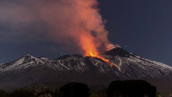 Snow-covered Mount Etna, Europe's most active volcano, spews lava during an eruption in the early hours of Tuesday, April 11, 2017 - Sputnik France