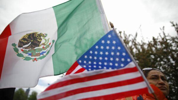 Banderas de México y EEUU - Sputnik France