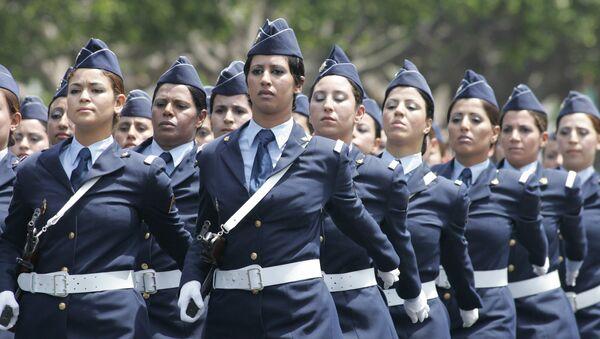 Un bataillon de soldates marocaines en parade - Sputnik France