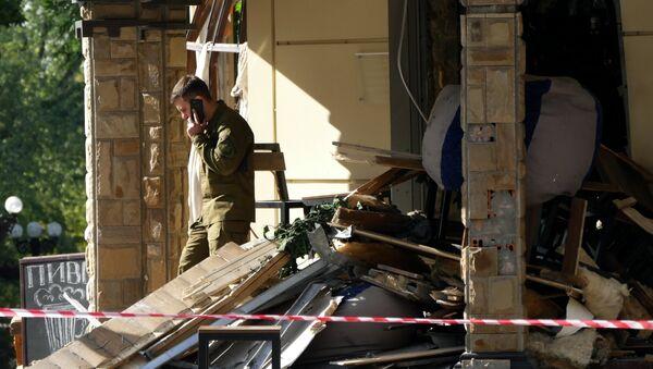 Ситуация на месте взрыва в донецком кафе Сепар - Sputnik France