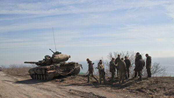 Des militaires ukrainiens en position à l'est de Marioupol, un port sur la mer d'Azov - Sputnik France
