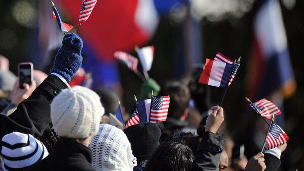 Des drapeaux américains et français - Sputnik France