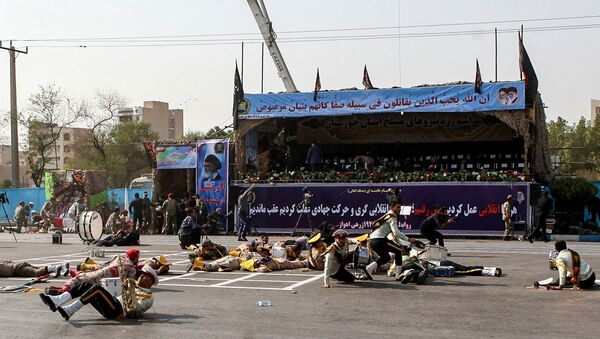 This picture taken on September 22, 2018 in the southwestern Iranian city of Ahvaz shows injured soldiers lying on the ground at the scene of an attack on a military parade that was marking the anniversary of the outbreak of its devastating 1980-1988 war with Saddam Hussein's Iraq. - Sputnik France