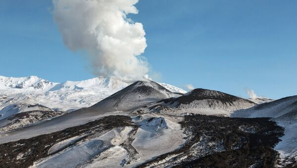 Un volcan en éruption - Sputnik France