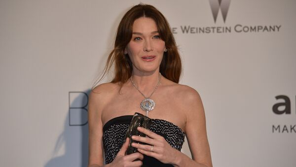 Italian singer and model Carla Bruni-Sarkozy poses as she arrives for the amfAR 21st Annual Cinema Against AIDS during the 67th Cannes Film Festival at Hotel du Cap-Eden-Roc in Cap d'Antibes, southern France. (File) - Sputnik France