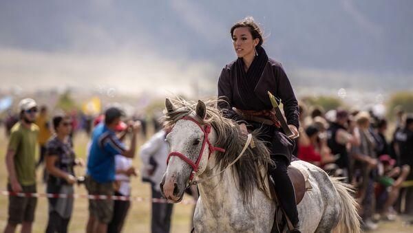 Девушка на III Международных играх кочевников в Киргизии - Sputnik France