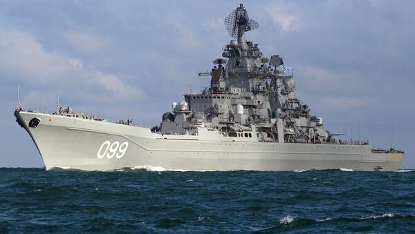 Тяжелый атомный ракетный крейсер Петр Великий во время прохода авианосной группы Северного флота России через пролив Ла-Манш - Sputnik France