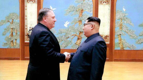 Mike Pompeo, secretario de Estado de EEUU, y Kim Jong-un, líder norcoreano - Sputnik France