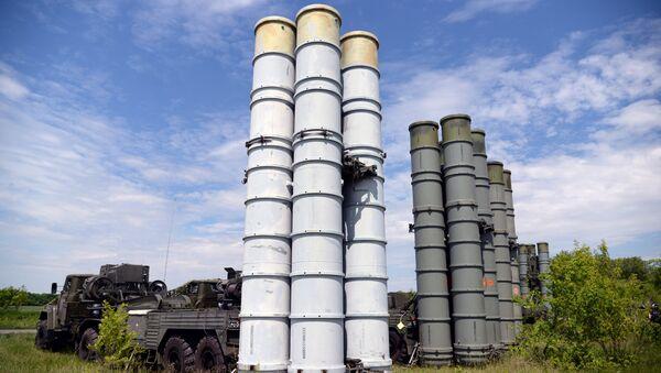Los sistemas de defensa antiaérea rusos S-300 durante unas maniobras - Sputnik France