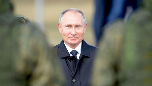 Президент РФ Владимир Путин во время полевого смотра войск после окончания основного этапа военных маневров Восток-2018 - Sputnik France