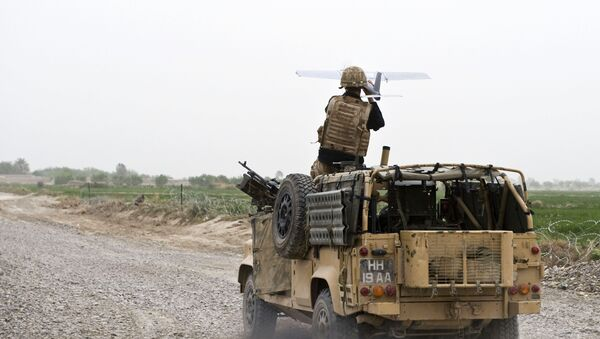 A soldier of Bravo Company, 1 Rifles launches a Desert Hawk UAV (Unmanned Aerial Vehicle) from a WMIK Landrover during an operation near Garmsir, Afghanistan. - Sputnik France