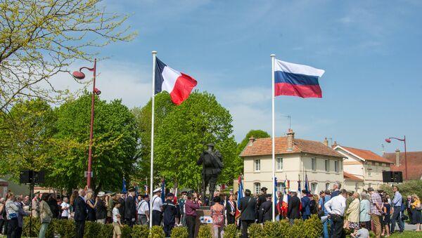 Le monument d'Alexandre Taratynov à Courcy - Sputnik France