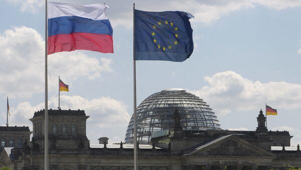 Les drapeaux de la Russie, de l'UE et de l'Allemagne - Sputnik France