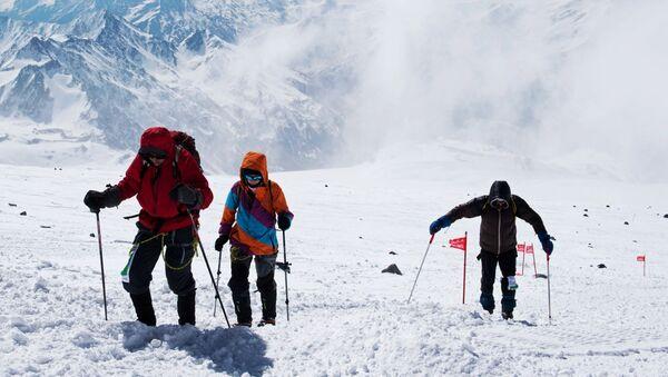 L'ascension d'alpinistes sur le mont Elbrouz - Sputnik France