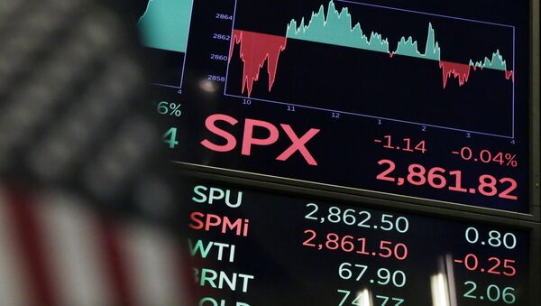 A board above the trading floor of the New York Stock Exchange shows the closing number for the S&P 500 index Wednesday, Aug. 22, 2018. The current bull run on Wall Street became the longest in history on Wednesday at 3,453 days, beating the bull market of the 1990s that ended in the dot-com collapse in 2000 - Sputnik France
