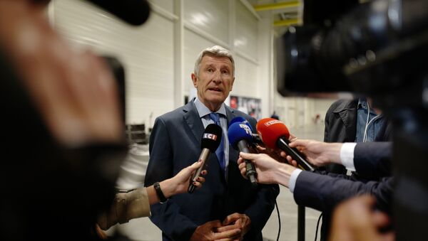 French politician and writer Philippe de Villiers speaks to the press during a meeting with Vendean entrepreneur at a K-Line industrial site on June 13, 2018, in Les Herbiers. Ludovic MARIN / POOL / AFP - Sputnik France
