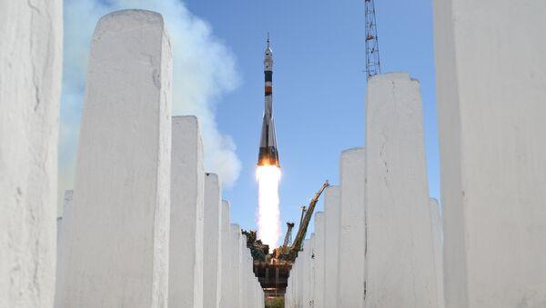 Un lanceur Soyouz-FG avec le vaisseau Soyouz MS-10 décolle depuis le cosmodrome de Baïkonour - Sputnik France