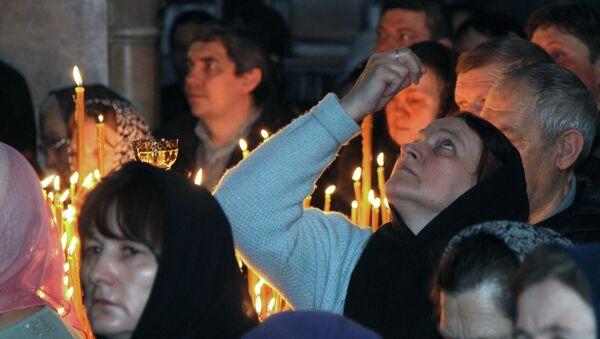 Un service religieux célébré dans la Laure des Grottes de Kiev - Sputnik France