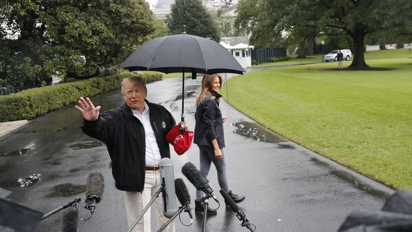 President Donald Trump and first lady Melania Trump walk across the South Lawn of the White House in Washington, Monday, Oct. 15, 2018, to board Marine One helicopter for a short trip to Andrews Air Force Base, Md., en route to Florida to tour areas the devastation left behind from Hurricane Michael last week. - Sputnik France