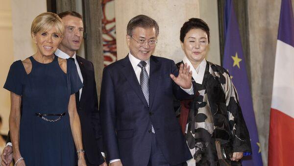 Emmanuel Macron, Brigitte Macron, Moon Jae-in et Kim Jung-sook à l'Elysée - Sputnik France