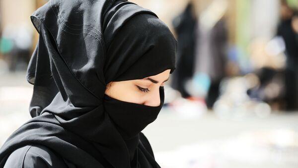 Мусульманка в парандже - Sputnik France