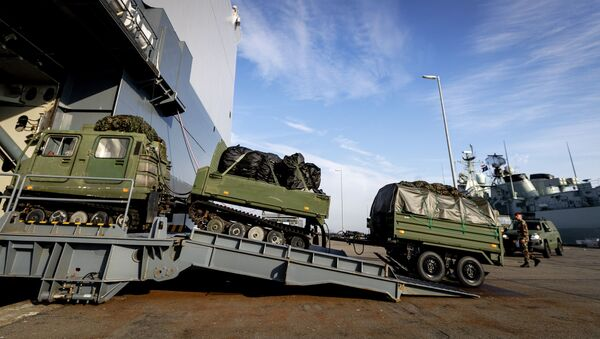 The Dutch marine vessel Hr. Ms. Johan de Witt is loaded with vehicles and goods in Den Helder on October 15, 2018. The amphibious transport ship will participate in the NATO exercise Trident Juncture in Norway. - Sputnik France