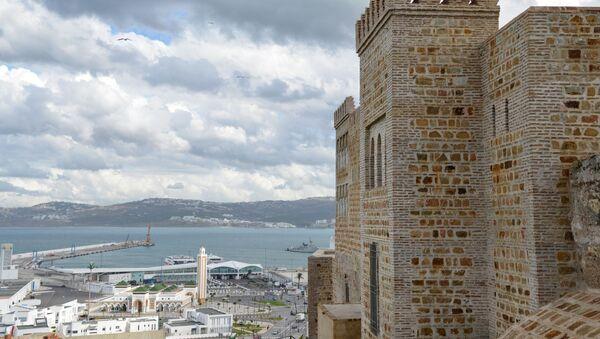 Вид на международный порт и портовую мечеть в Танжере - Sputnik France