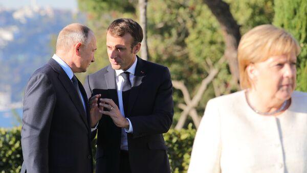 Vladimir Poutine et Emmanuel Macron à Istanbul - Sputnik France